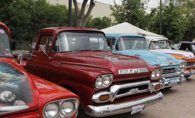 Duranguenses viven la pasión de los autos clásicos y antiguos