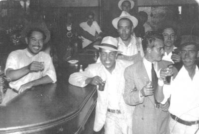 10062018 Gabriel Anaya (f) en compañía de sus amigos en 1938.