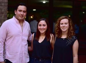 11062018 Mauricio, Andrea y Cecy.
