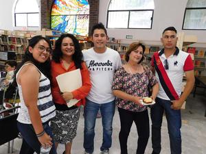 11062018 VELADA LITERARIA.  Fernanda, Yadira, Vicente, Norma y Juan Carlos.