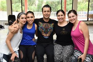 11062018 CLASE MáSTER DE YOGA.  Susy, Angie, Alex Quiyono, Andrea y Laura.