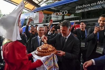 Con un pequeño espectáculo y comida, la Selección fue recibida con los brazos abiertos en Rusia.
