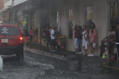 Otra avenida con afectación significativa fue Primo de Verdad, que desde Francisco Villa hasta el Arroyo Seco, dejó sin posibilidad de circulación a los autos más pequeños, afectando también a media decena.