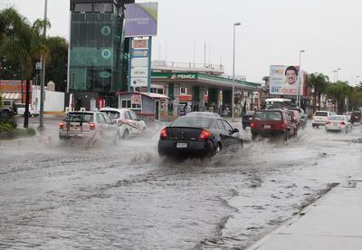 Los primeros visos de lluvia se registraron alrededor de las 16:30 horas y se prolongaron por alrededor de una hora, causando los mayores estragos en el centro y poniente de la ciudad.