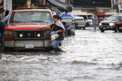 Con un promedio de 25 litros por metro cuadrado sobre la ciudad de Durango según la medición de la Comisión Nacional del Agua, este lunes por la tarde se registró la primer precipitación copiosa de la temporada.