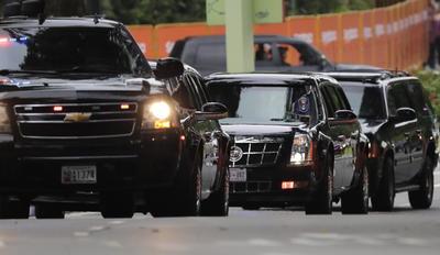 El presidente de Estados Unidos, Donald Trump, recorre las calles de Singapur para reunirse con Kim Jong-un