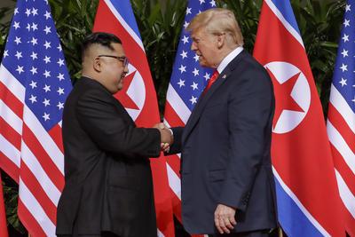Ambos mandatarios se mostraron con sonrisas.