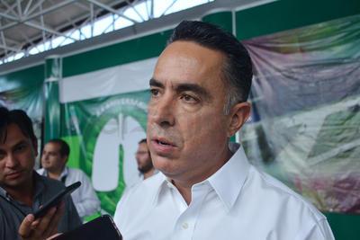 Guillermo Anaya ofreciendo declaraciones.