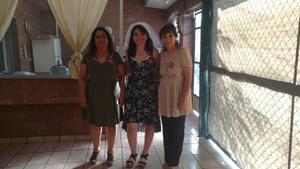 16062018 La novia acompañada por su mamá y su suegra.