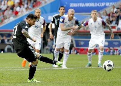Al final del partido, Messi cobró un penal.