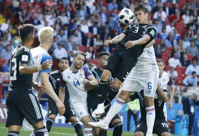 Esa renta no acomodó las piezas del equipo sudamericano, vestido para la ocasión de negro. Color de la elegancia o el duelo, no pudo disimular sus endebles hechuras defensivas.