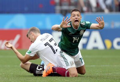 Poco efectivo se mostró 'Chicharito' al frente de México.