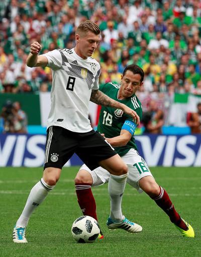 La gran lucha en el medio campo de mexicanos y alemanes fue la mayor constante en el partido.
