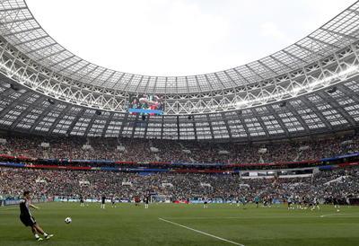 El campo de Lizhniki lució un lleno total para ver el debut mundial de México y Alemania.