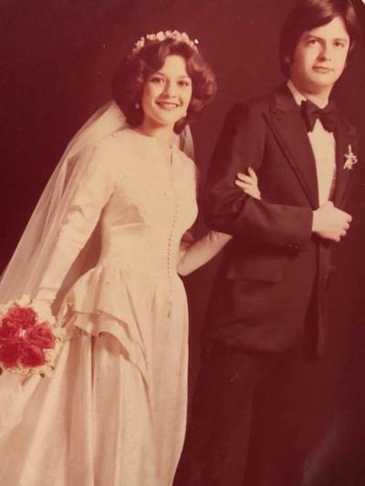 17062018 Bertha Casas y Calelo González cumplieron recientemente 40 años de feliz matrimonio.