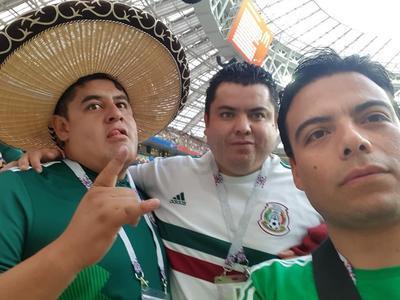 Óscar Chávez, Iram Ciceña y Vladimir Macías, selfie desde Rusia.