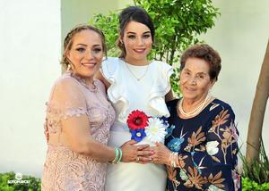 18062018 Gabriela con su mamá, Miriam Aldape Orona, y su bisabuela, Guadalupe Orona.