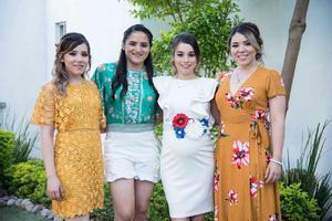 18062018 La festejada con las organizadoras de su fiesta de canastilla: Cecilia Aldape, Jacqueline Aldape y Andrea Alfaro.