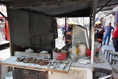 Informaron las autoridades que se registró únicamente una persona con lesiones, se trata de uno de los trabajadores del lugar, quien quedó con quemaduras en su brazo derecho, sin embargo no ameritó su traslado a algún hospital.