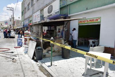 Una explosión en una instalación de gas, consumió un local de lonches en sector Centro de Torreón.