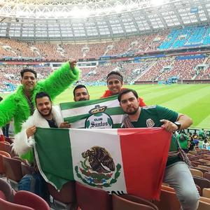 19062018 DESDE RUSIA.  Chuy Pámanes, con amigos, se dio cita en el partido México 1 - Alemania 0 en la Copa Mundial Rusia 2018.