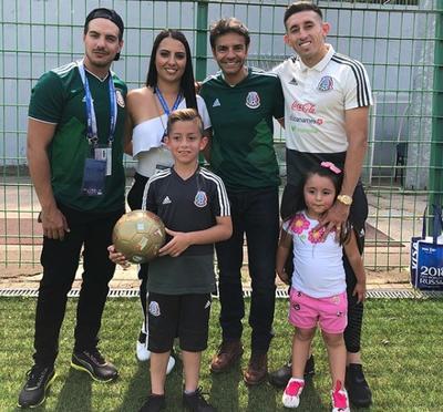 La esposa de Héctor Herrera publicó una imagen junto a su familia y los Derbez,