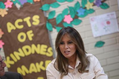 """Según un comunicado, la primera dama """"odiaba ver niños separados de sus familias""""."""