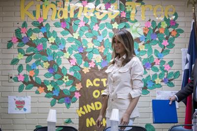 Melania Trump recorre centros de detención de niños migrantes