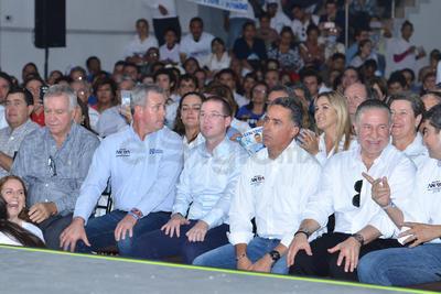 En el evento, dio la bienvenida a los asistentes el secretario nacional del PAN, Marcelo Torres Cofiño, y enseguida tomaron la palabra los candidatos a senadores por Coahuila, Esther Quintana y Guillermo Anaya.