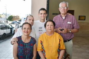 22062018 EN EL TEATRO.  Thomas, Silvia, Thomas, Rodolfo y Margarita.