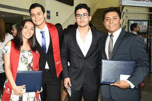 22062018 SE GRADúAN.  Claudia, Erick, Jaime y Diego.