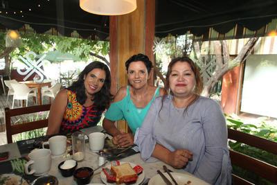 Martha Castañeda,  Patricia Márquez y Fabiola Villanueva.