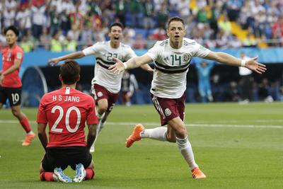 """El autor del segundo gol fue Javier """"Chicharito"""" Hernández."""