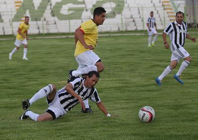 Alvín Mendoza y Lorito Jiménez completaron la media docena,