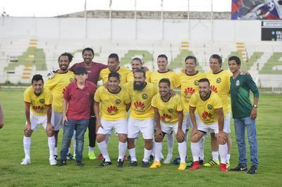 Las Leyendas del América estuvieron comandadas por Adrián Chávez, quien falló un penalti en la segunda mitad.