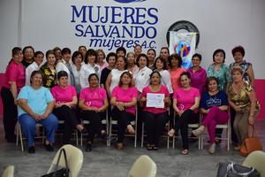 24062018 APOYAN NOBLE CAUSA.  Entrega de donativo de Damas Rotarias a la Asociación Mujeres Salvando Mujeres.