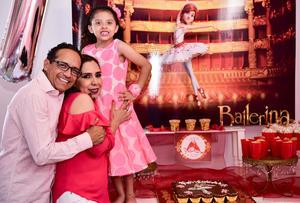 Zara Antonella con sus papas  Enrique Perez Waybell y Mayra Mireya Valdes Cuellar