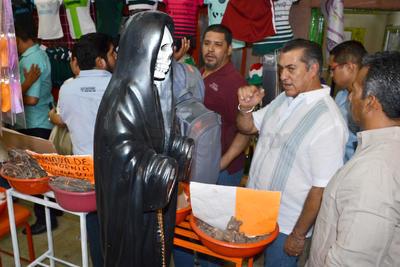 El candidato vio una figura de la Santa Muerte sin manos como su polémica promesa de campaña de dejar así a quién robe.