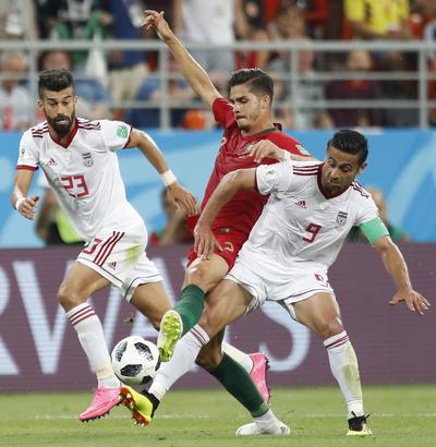 André Silva no pudo con la ferrea marca de los iraníes.