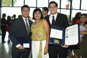 27062018 MUY CONTENTOS.  Diego, Maricarmen y Julián.