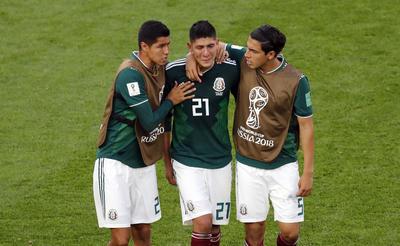 Álvarez lucía desconsolado tras haber marcado un autogol.