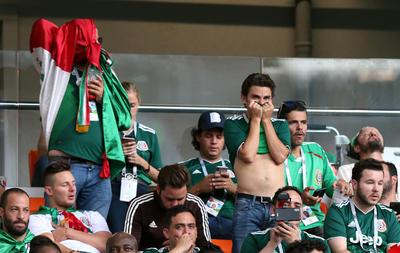 Los fieles mexicanos pasaron de la alegría a la desesperación.