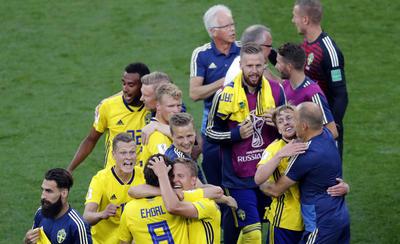 Los suecos festejan la clasificación.