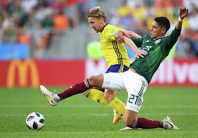La defensiva mexicana permitió mucho durante el encuentro.