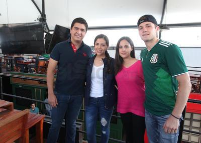 Erick, Rebeca y Renata.