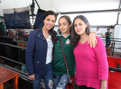 María Rosa, Rebeca y Renata.