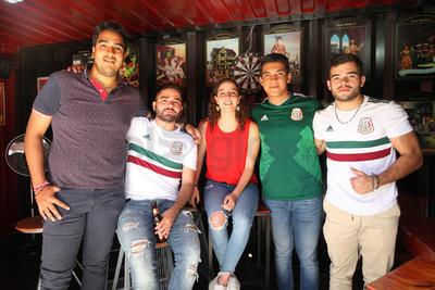 Ramón, Andrea, Chendo, Alina y Arrieta.