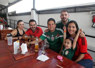 Alvaro Muñóz, Stephanie Lucero, Valentina, Ismael Venegas, José Guzmán y Diana Gaytán.