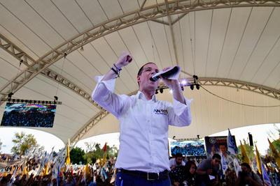 Al cerrar su campaña en la Velaria de la Feria de León, el candidato presidencial de la coalición Por México al Frente, Ricardo Anaya, se dijo listo para la elección del 1 de julio, la cual reiteró que ganará de manera contundente y con el apoyo del voto útil.