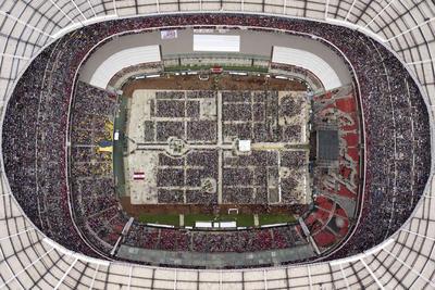 Andrés Manuel López Obrador registró un mitin histórico en el Estadio Azteca con una asistencia de 80 mil personas.
